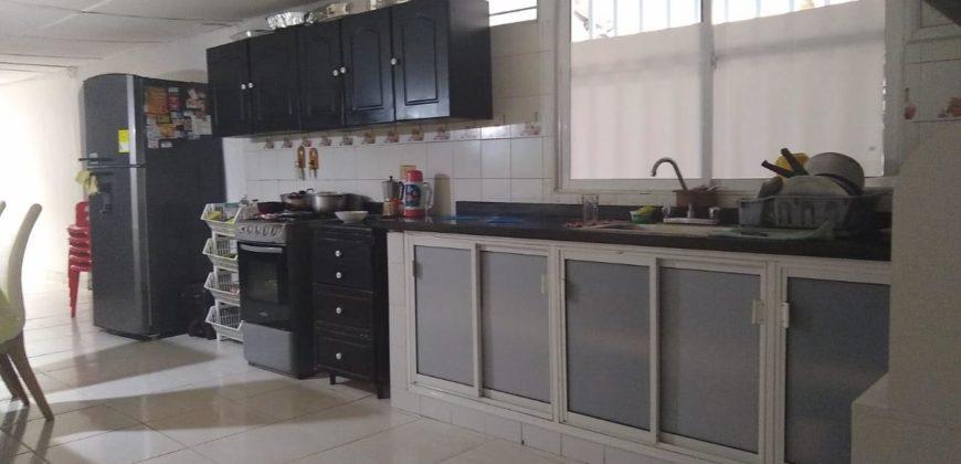 Casa con apartamento en el barrio Olaya